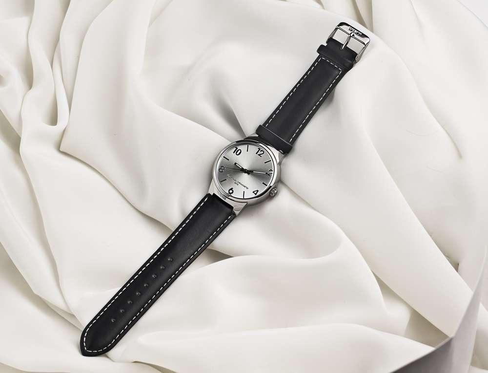 Наручные часы мужские купить дешево в москве